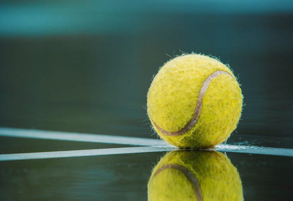 Теннисный мяч спасает жизнь во время полёта на самолете, но как?