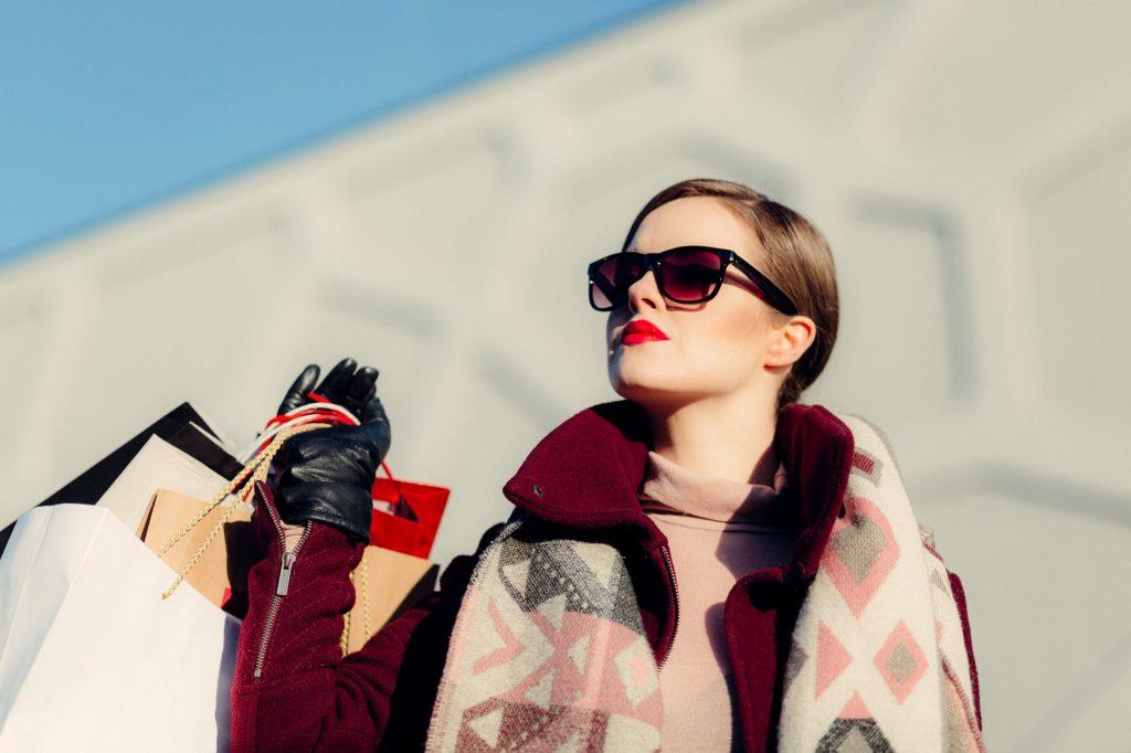 Даже если вы не суперзвезда, вам пригодятся солнцезащитные очки в аэропорту