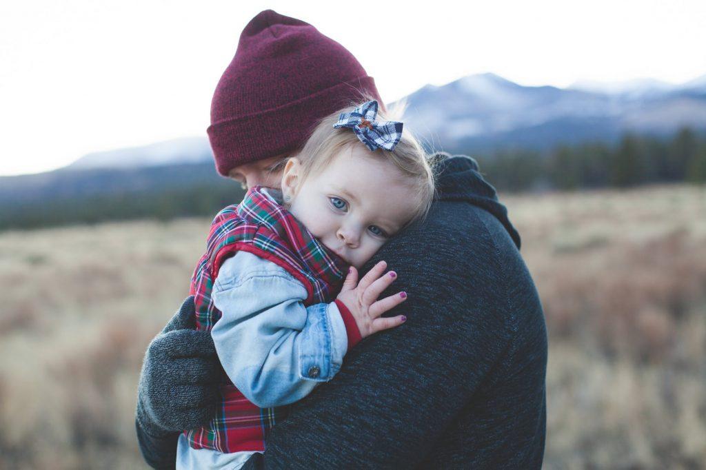 Что делать, если ребёнок любит одного родителя больше другого?