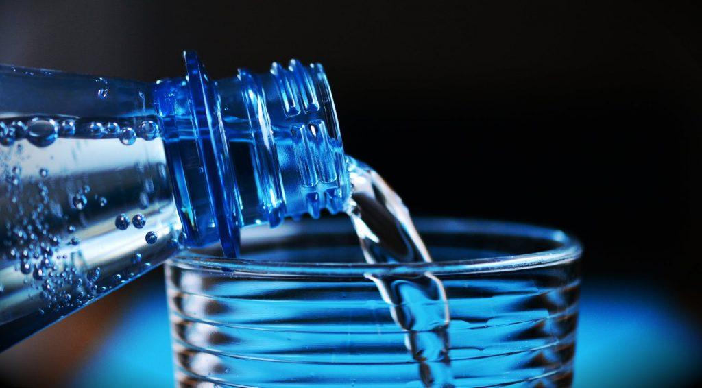 У воды в бутылках есть срок годности, и он меньше, чем пишут