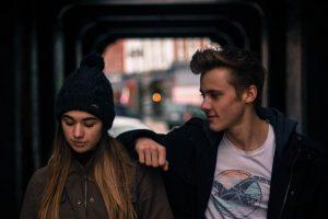 Признаки, по которым можно распознать, что мужчина в вас влюблён