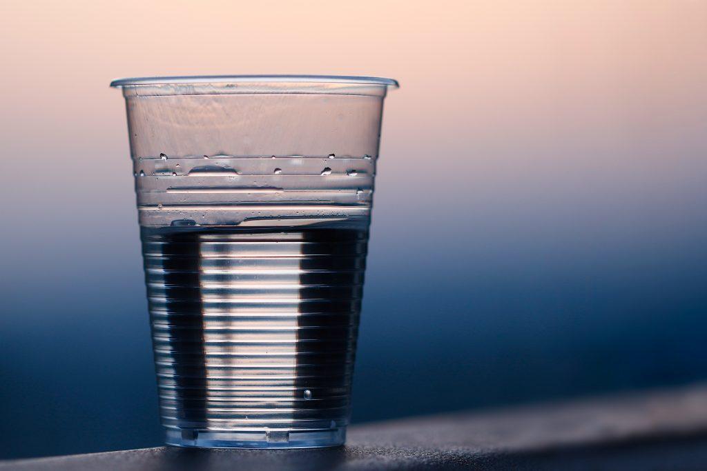Почему не стоит пить воду в самолётах, а лучше брать свою?
