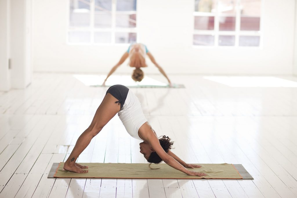 Асана в йоге, которая укрепляет мышцы и стабилизирует позвоночник