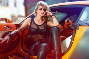 Татьяна Котова поздравила мужчин с 23 февраля серией эротических снимков