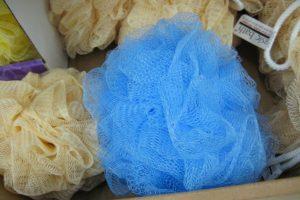 Стирать или выбросить: как часто нужно менять мочалку?