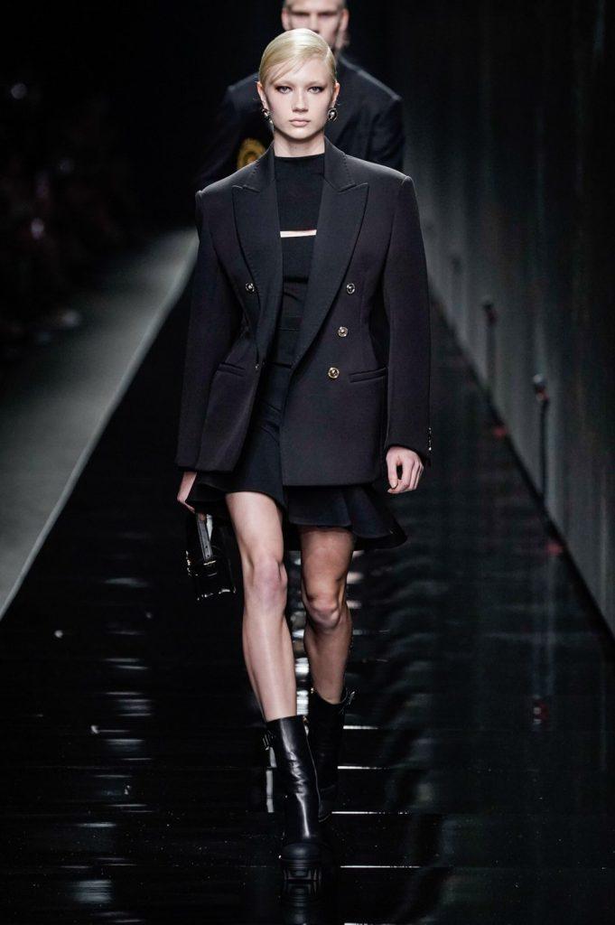 Впервые в истории: Versace объединили мужскую и женскую линию