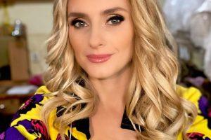 Ирина Федишин продолжает публиковать соблазнительные фото в купальниках