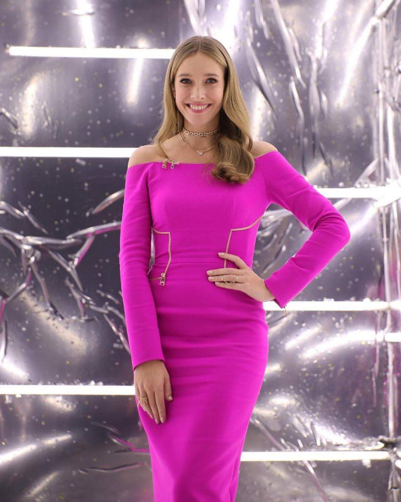 Затмила всех: Катя Осадчая в блестящем платье щеголяет на премии «Українська пісня року»