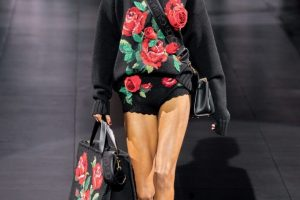Звезды Tik Tok и фирменные розы: Dolce & Gabbana на Неделе моды в Милане