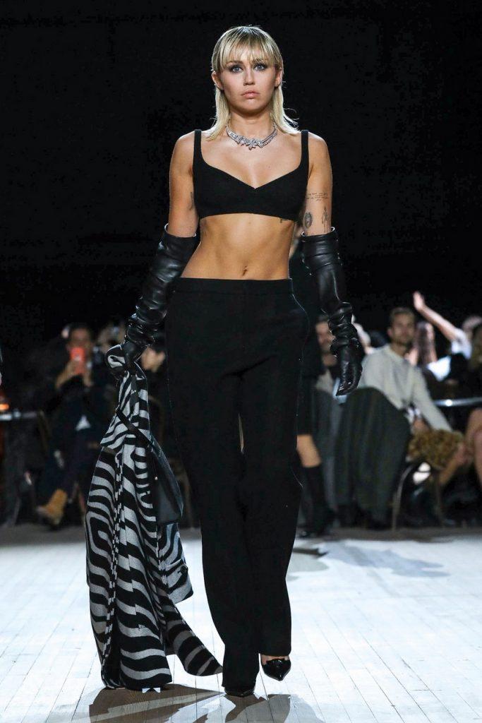 Майли Сайрус дефилирует по подиуму: показ от Marc Jacobs