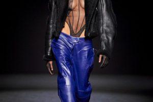 Полупрозрачные платья и корсеты: Mugler собрали главные тренды в новой коллекции