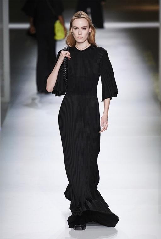"""В стиле """"Матрицы"""" и биоразлагаемая обувь: Bottega Veneta демонстрируют линейку"""