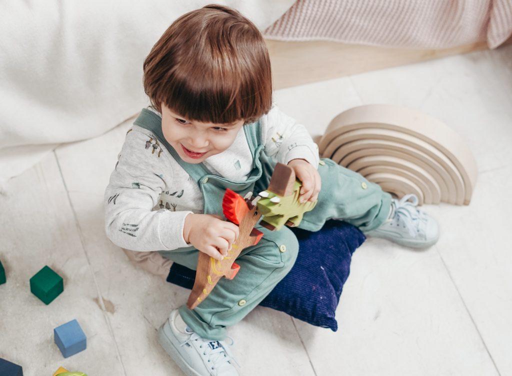 С какого возраста можно приучать детей к порядку и уборке в доме?