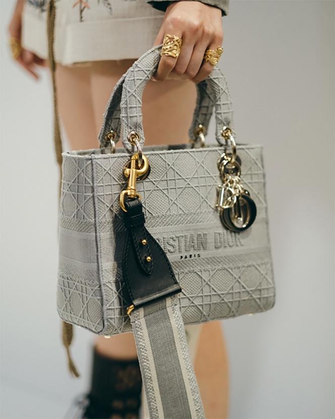 Любимая модель принцессы Дианы: Dior представляют обновленные сумки