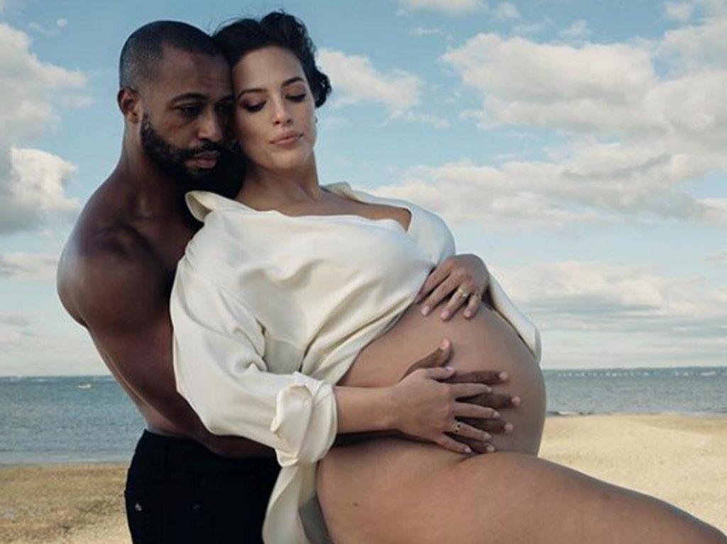 Эшли Грэм впервые показала новорожденного сына и рассказала о родах