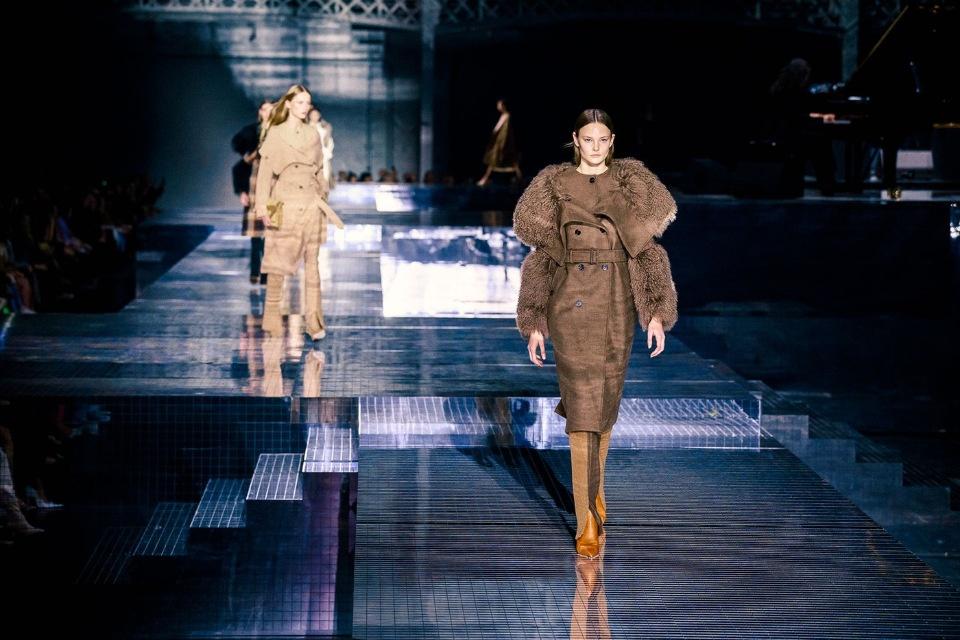 Фирменная клетка и устойчивое развитие: Burberry на Неделе моды в Лондоне