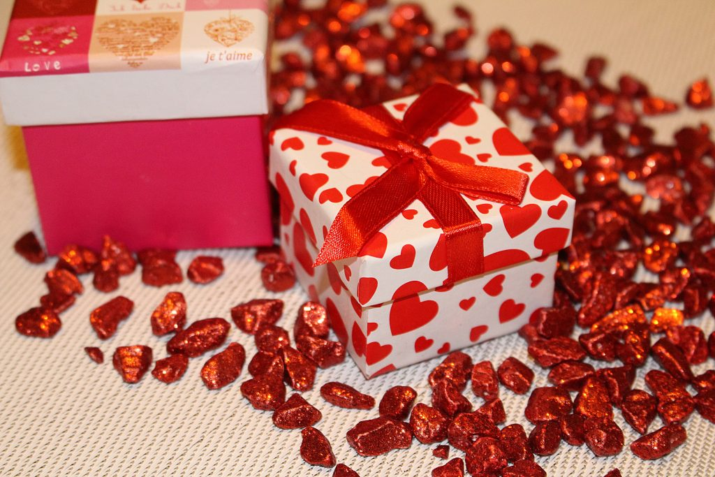 Лучшие подарки на День Святого Валентина для разных стадий отношений