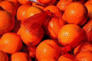 Неожиданная причина, почему апельсины продают в красных мешочках