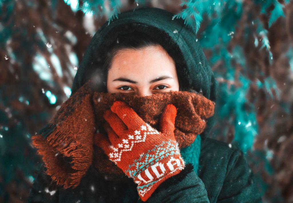 Почему у некоторых людей течёт из носа в холодную погоду?