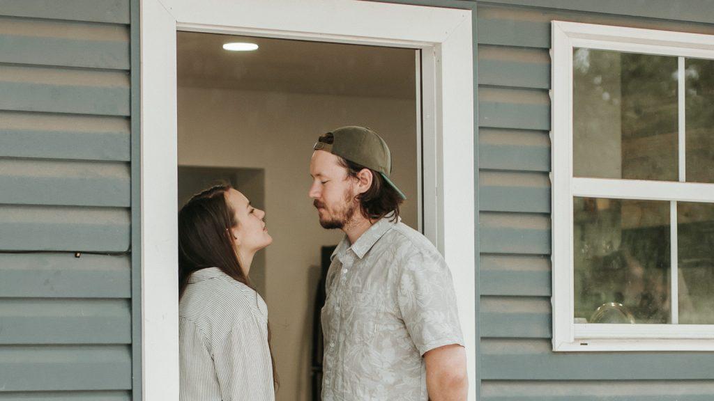 Бытовые проблемы влияют на количество физической близости у партнёров