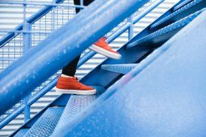 Как сжигать лишний вес с помощью обычного подъёма по лестнице?