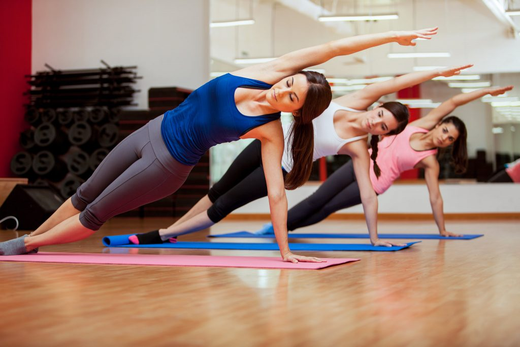 2 упражнения, которые помогут проработать всё тело дома
