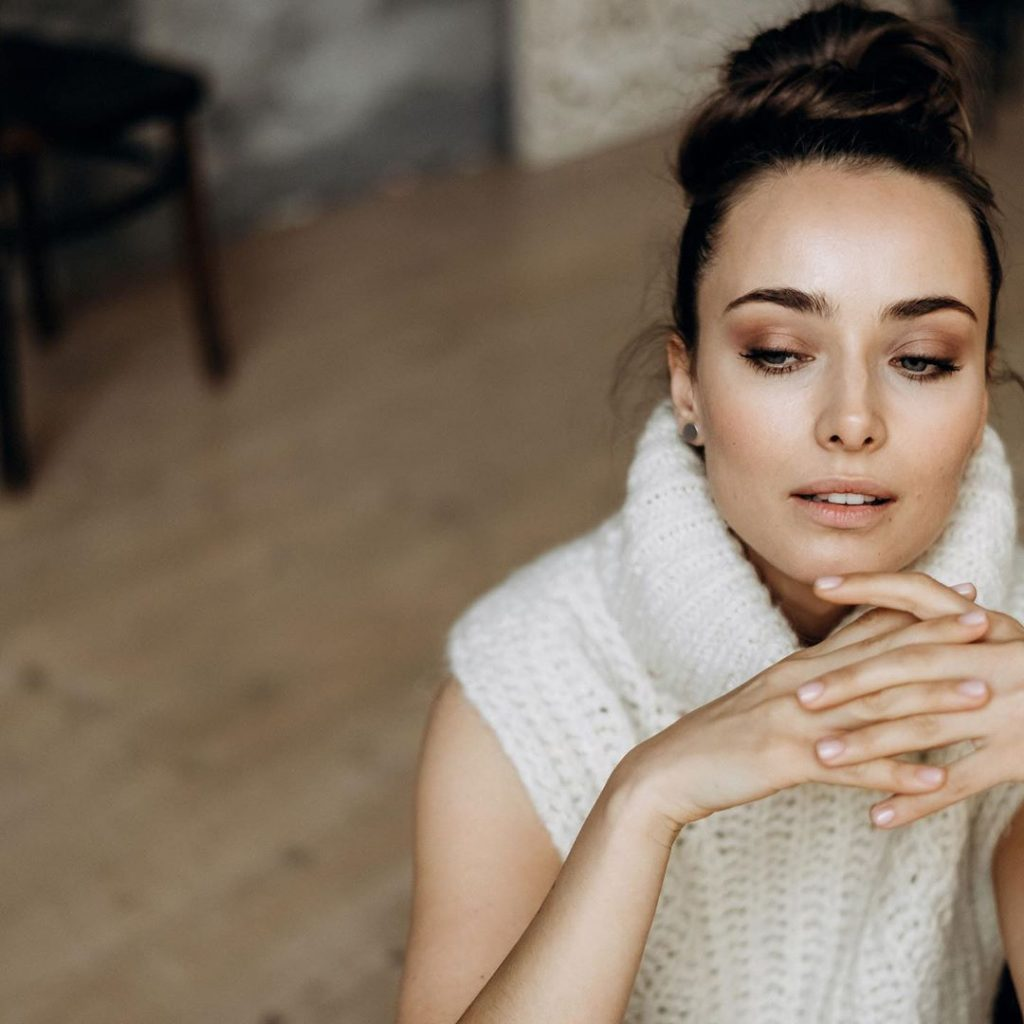 Звезда сериала «Крепостная» раскрыла свой секрет идеальной кожи