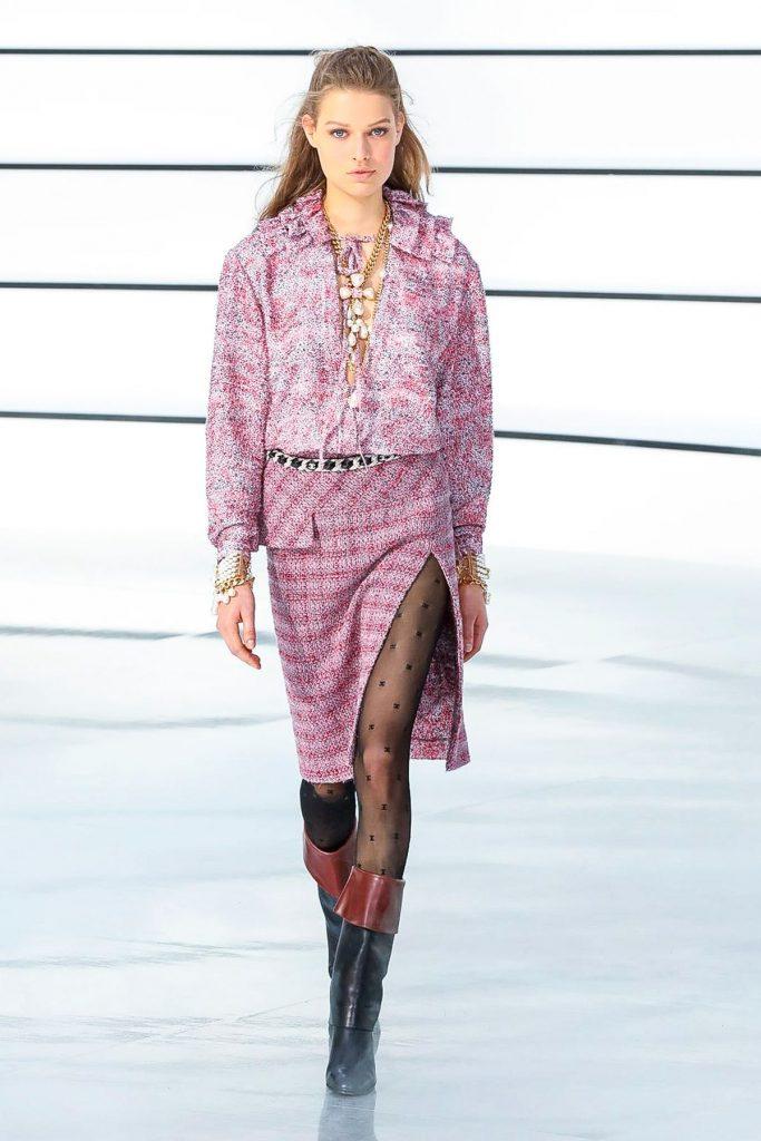 Элегантность, простота и романтизм: Chanel показывают коллекцию