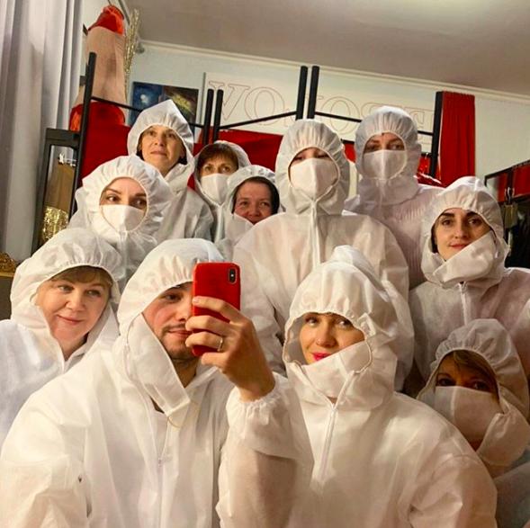 Бренды против вируса: Frolov присоединились к изготовлению защитных средств