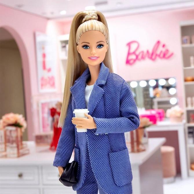 M.A.C и кукла Барби: коллаборация показывает новую помаду