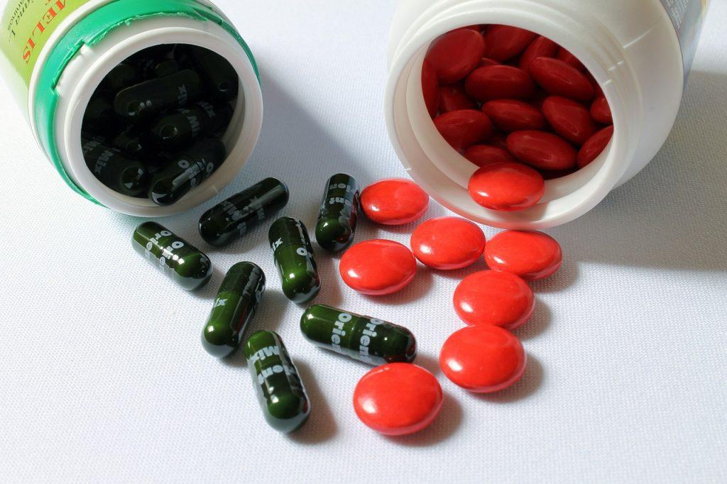 Витамины, которые нужно принимать людям старше 50 лет