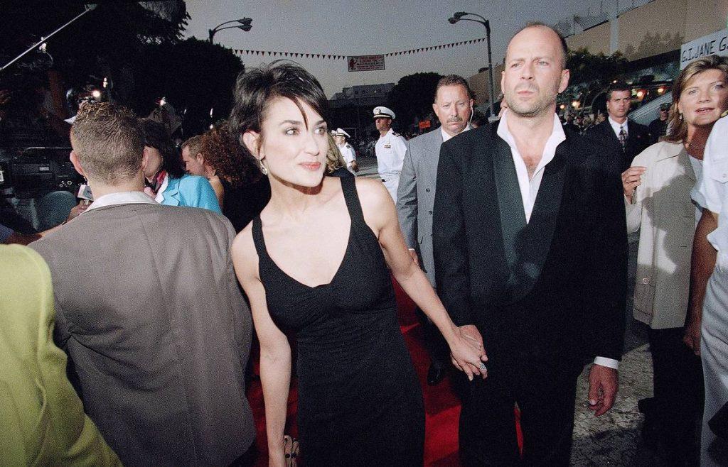 Неожиданно: Деми Мур проводит карантин вместе с бывшим мужем
