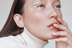 Бьюти-тенденции карантина: 4 идеи макияжа для дома