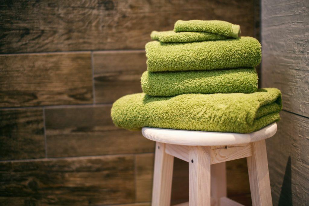 Лайфхаки, как стирать полотенца, чтобы они были чистыми и пушистыми