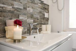 6 вещей в ванной, которые важно помыть при первой возможности