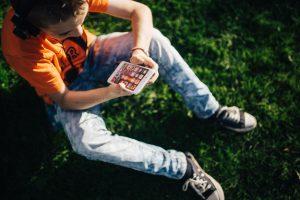 Почему подросткам тяжело во время самоизоляции и как им помочь?