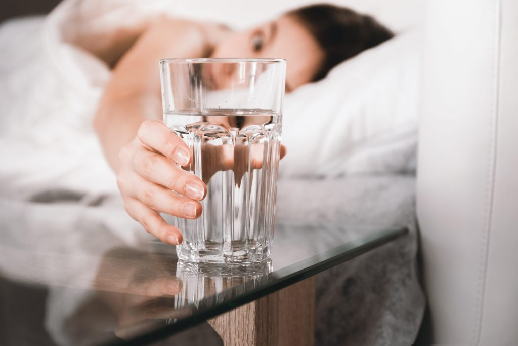 Сколько воды пить в день, чтобы терять вес?