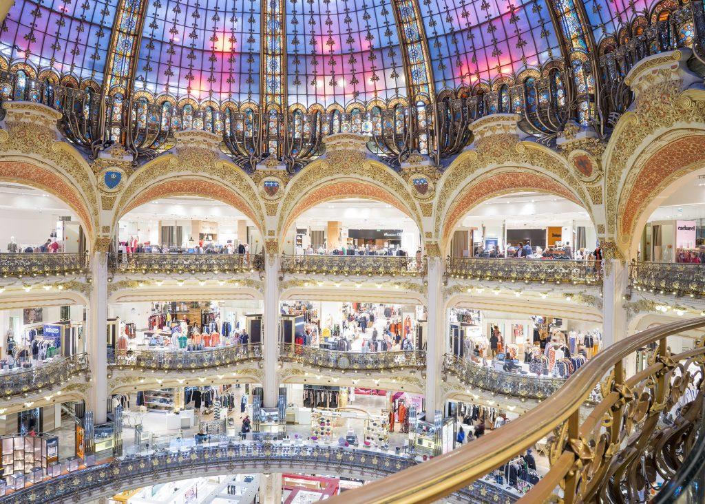 Парижский ТЦ Galeries Lafayette предлагает услуги индивидуального шоппинга по видеосвязи