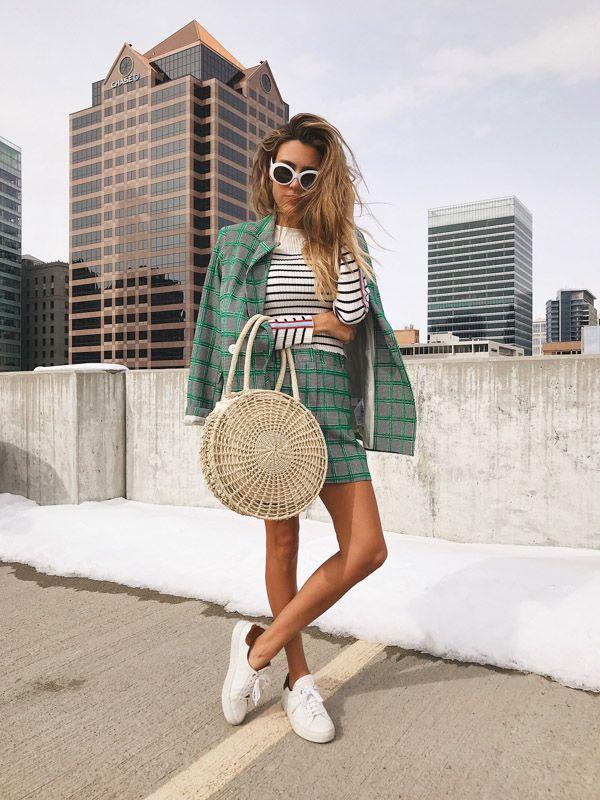 Теперь не только для пляжа: соломенная сумка – новый тренд 2020 года
