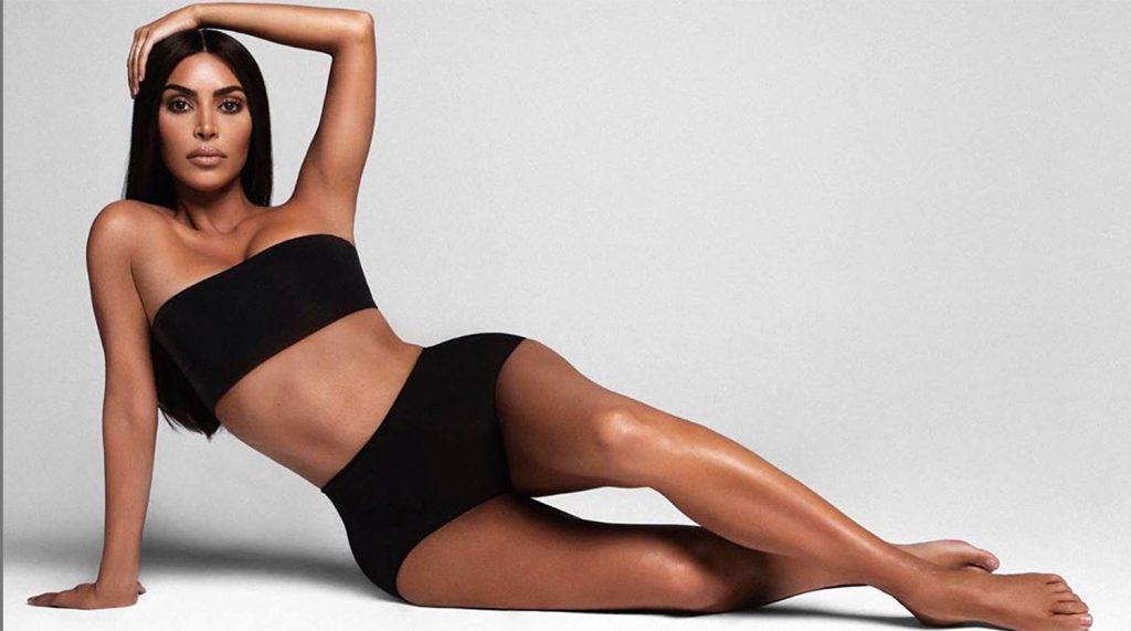 Ким Кардашьян снова позировала в нижнем белье своего бренда