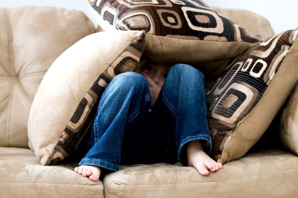 Доктор Комаровский рассказал, как помочь ребенку не бояться страшилок и в чём их польза