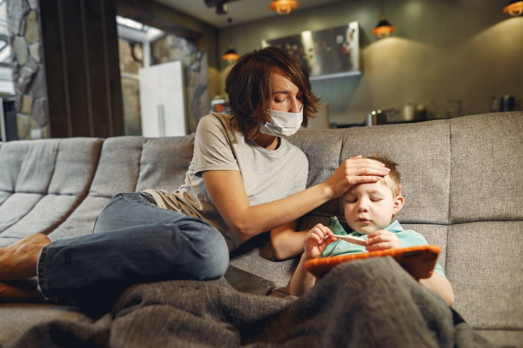 Входит ли ребенок, который часто болеет, в зону риска COVID-19: ответ доктора Комаровского
