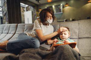 Входит ли ребенок, который часто болеет, в группу риска COVID-19: ответ доктора Комаровского