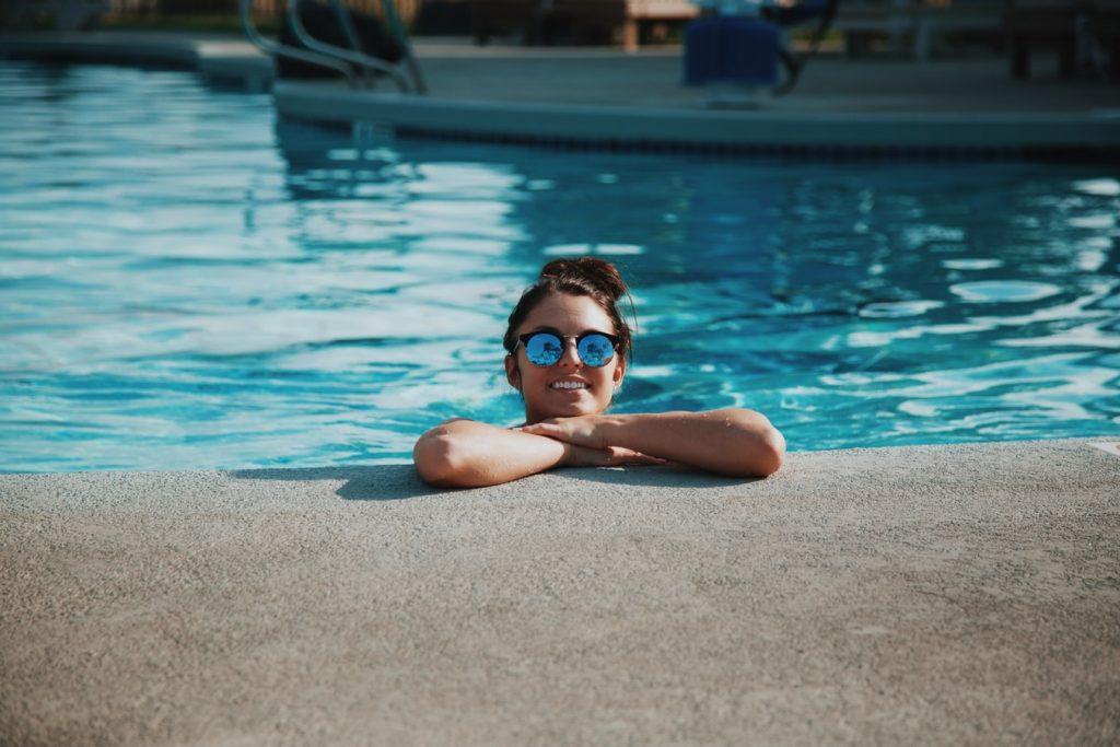 Можно ли получить коронавирус от купания в бассейне?
