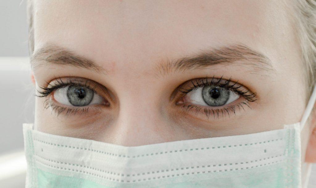 Не только нос и рот: как ещё COVID-19 может попасть в организм?