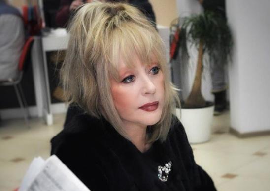 Алла Пугачева поделилась с поклонниками снимком без укладки и макияжа