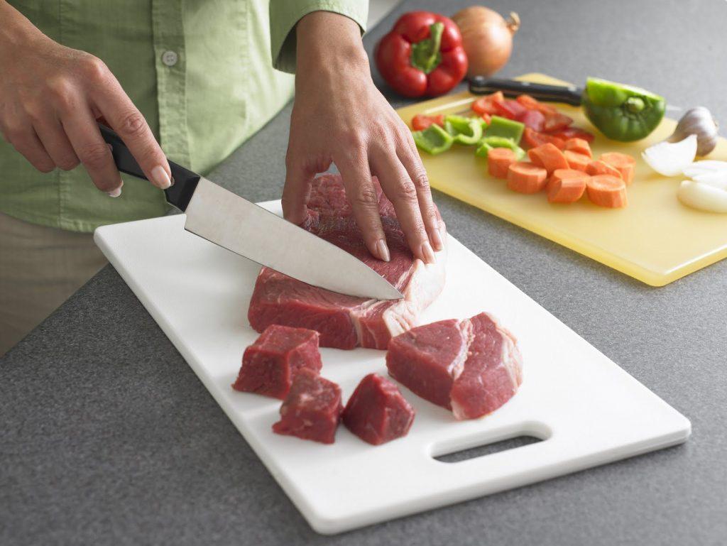 Как правильно разморозить мясо, чтобы его потребление было безопасным