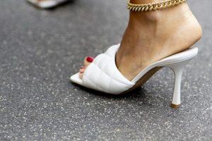 Браслеты на ногу – главный тренд лета этого года