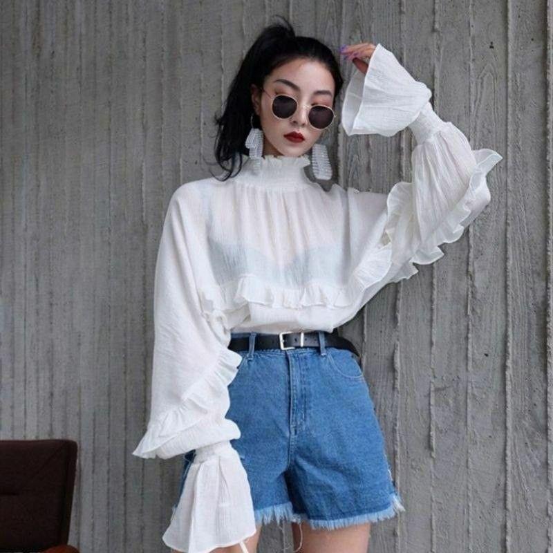 Летняя погода: как носить джинсовые шорты и выглядеть стильно?