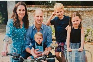 Кенсингтонский дворец опубликовал новое семейное фото королевской семьи